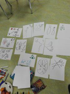 """mehrere auf dem Boden liegende Blätter mit Skizzen zu """"Behinderung"""""""